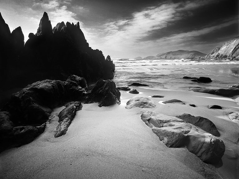 black and white seascape photo coumeenole beach