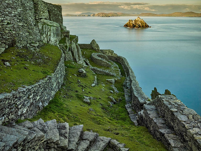 beehive huts skellig rock skellig monks